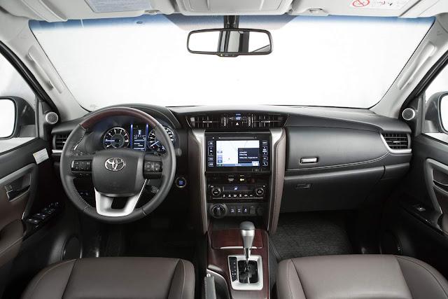 Nova Toyota Hilux SW4 2017