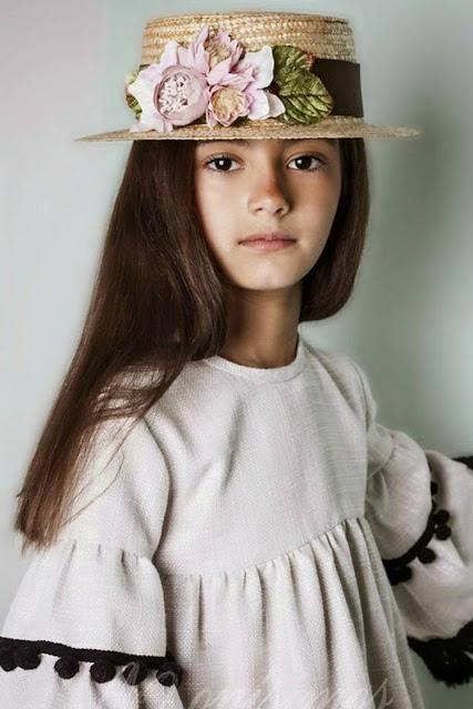#canotier #niña #Monisimos #sisterstocados #complementos #modaceremonia #pequeñafashionista