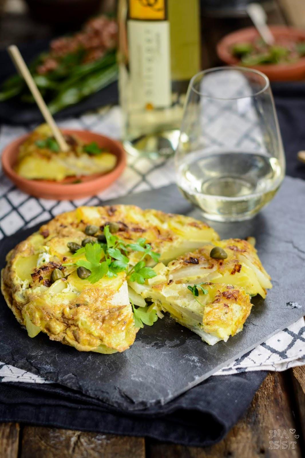 Tapas lernen Rheinhessisch: Kohlrabi Tortilla mit Kapern und breite Bohnen mit gebratener Fleischwurst und Dill