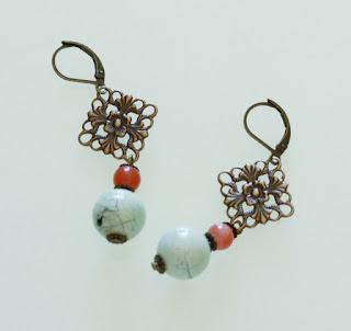 https://www.alittlemarket.com/boucles-d-oreille/fr_boucles_romantiques_corail_bleues_et_bronze_-18691843.html
