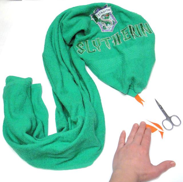 Полотенце махровое в подарок фанату Слизерина - ручная работа, 100% хлопок. Доставка посылкой почтой или курьером