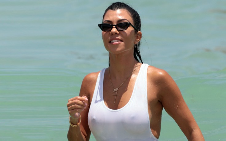 910b17a78ce ThessBomb: Το λευκό μαγιό της Kourtney Kardashian που