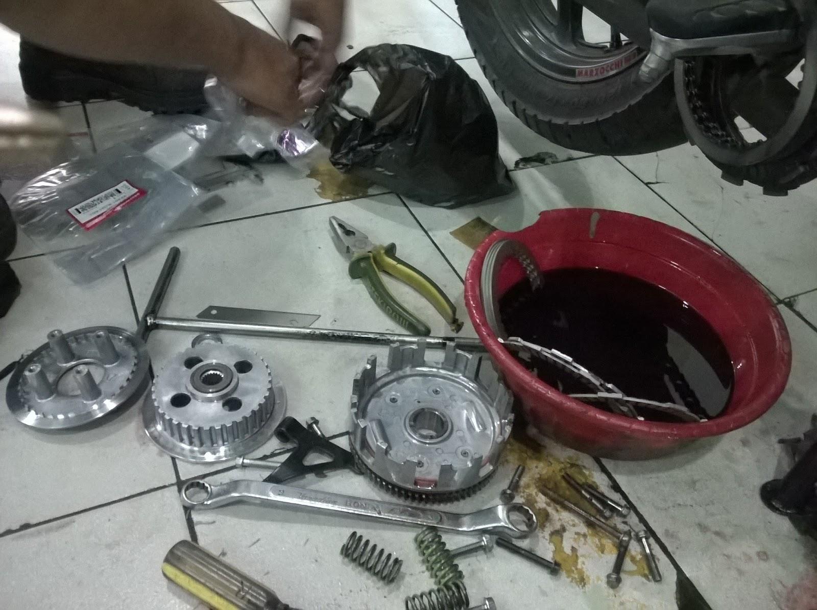 Motorchanblog Problem Solved Kini Honda Cb150r Nggak Ndut Ndutan Plat Kopling Besi Gl Tiger Grand Cb Mega Pro Original Pemasangan Rumah Beserta Kanvas Dan Gesek