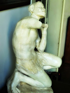 Estátua no Salão José Lewgoy, Solar dos Câmara