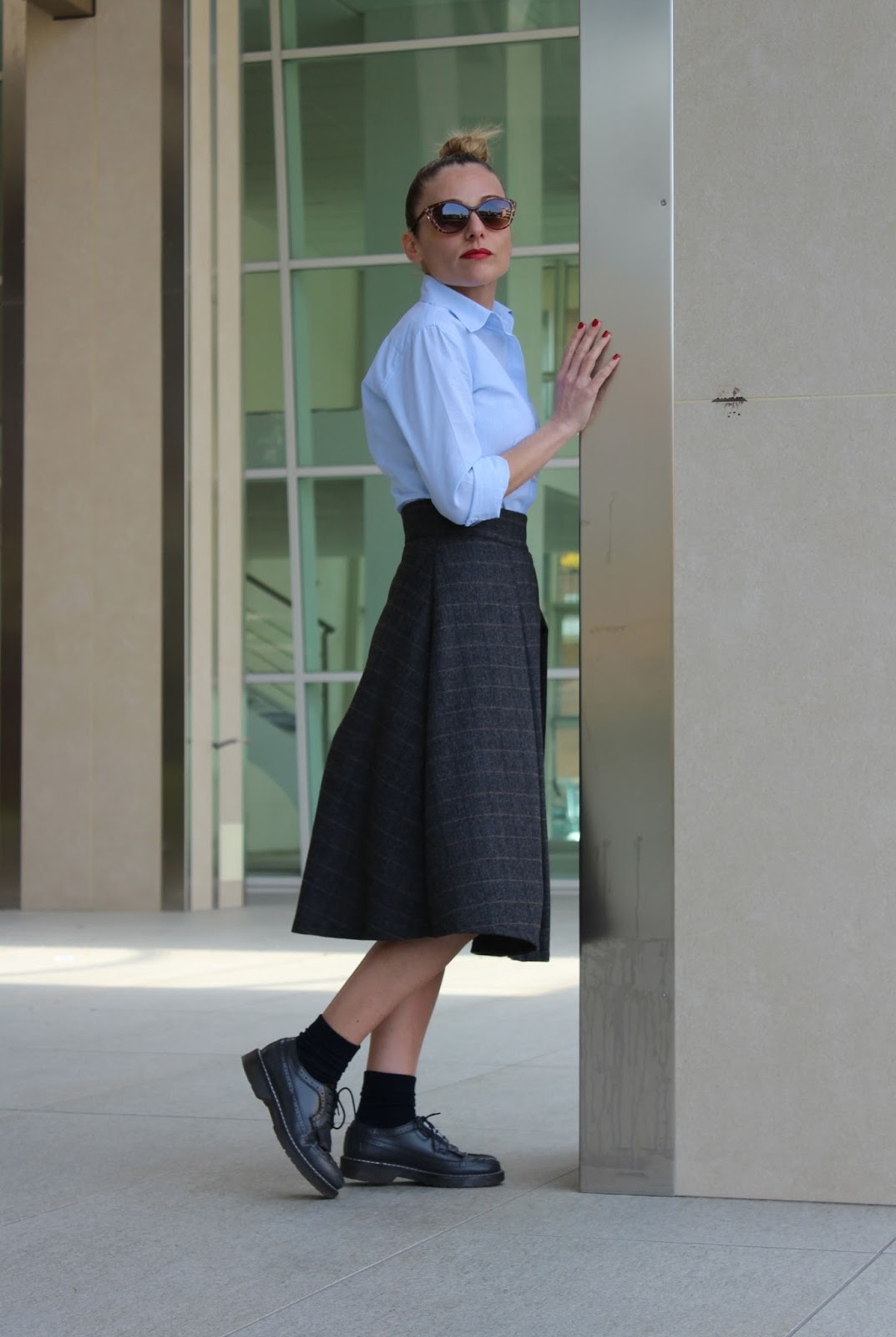 Eniwhere Fashion - Midi skirt and blue shirt