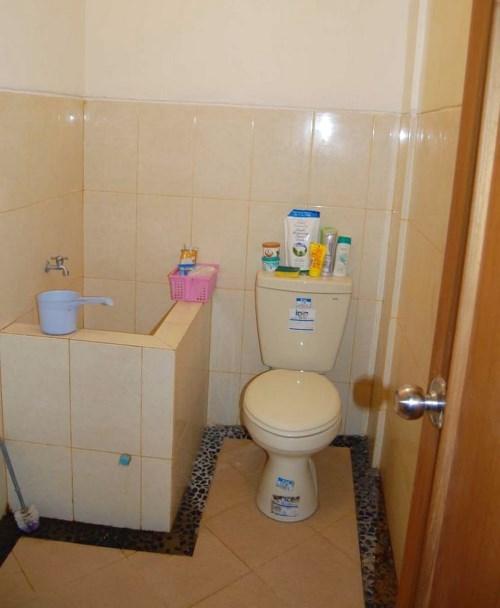 kamar mandi minimalis sederhana ukuran 1x1