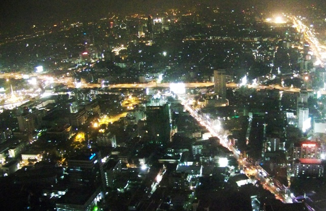 Vista de Bangkok desde el Baiyoke Tower 2 de noche