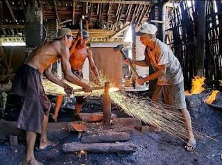 Pande Besi, Profesi Luhur Warisan Nenek Moyang Yang Mulai Hilang