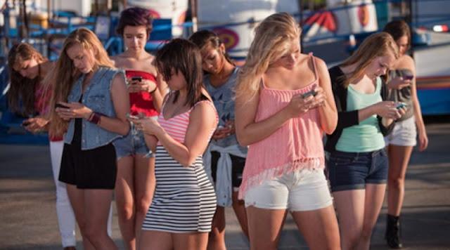 Globalização-Mídias sociais elevam depressão entre meninas, diz pesquisa