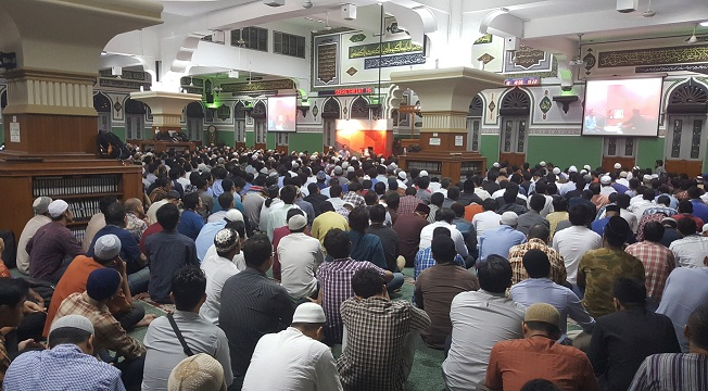 Top Banget! Trend Baru Para Karyawan di Jakarta Ikut Kajian Selepas Kerja di Masjid Agung Al Azhar : Sambil Menyelam Minum Air