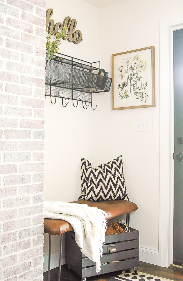 Summer modern farmhouse, mudroom, neutral decorating