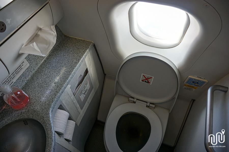 ห้องน้ำบนสายการบิน Air Asia X (XJ606) ไปสนามบินนาริตะ