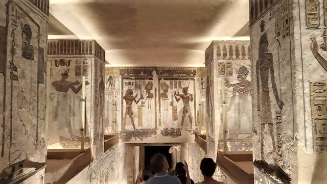 corridoio verso la camera sepolcrale nella tomba di Ramses III