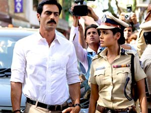Arjun Rampal as SP Adil Khan, Esha gupta as Adil Khan's wife Rhea Menon, Chakravyuh (2012), Directed by Prakash Jha