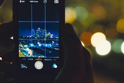 tips menghasilkan foto malam hari bisa dengan cara mengatur kamera anda menjadi mode manual atau night mode.