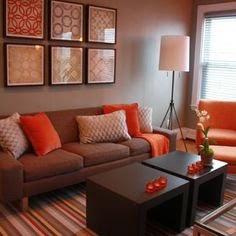 diseño sala marrón naranja