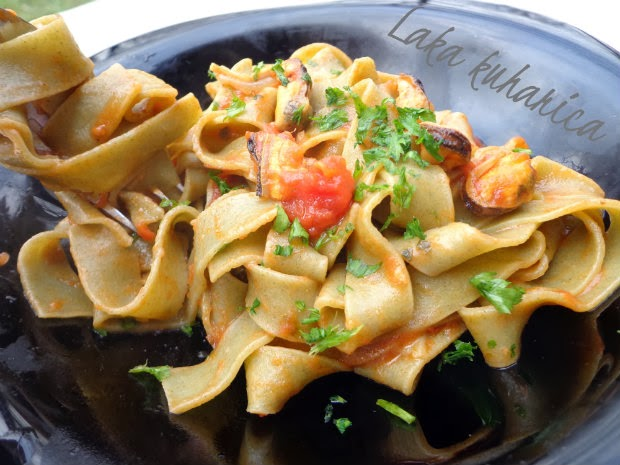 Tagliatelle with mussels by Laka kuharica: packed with delicious mussels, tomato and chili.