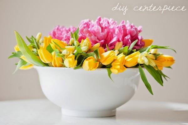 quieres saber como crear un centro de flores tan hermoso con este un cuenco o ensaladera cinta y las flores apropiadas son suficientes