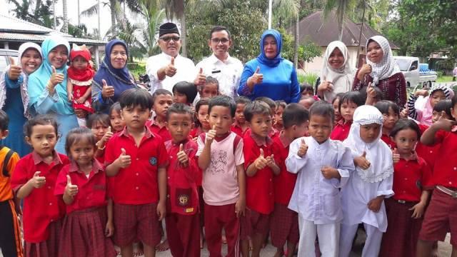 Rena Ali Mukhni Rayakan Hari Kartini Bersama Guru dan Murid PAUD di Ulakan
