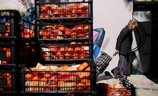 Μείωση 2,9% στις λιανικές πωλήσεις- «Κόβουν» από τα βασικά οι Έλληνες