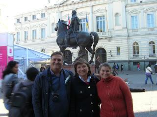 Monumento Francisco Valdivia, Santiago de Chile, Chile, vuelta al mundo, round the world, La vuelta al mundo de Asun y Ricardo
