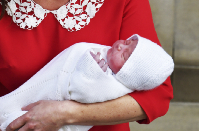 William y Kate presentan al nuevo bebé de la familia real