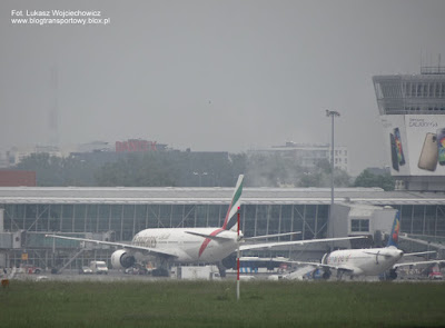Boeing 777-21H, A6-EME Emirates Airline, Warsaw Chopin Airport