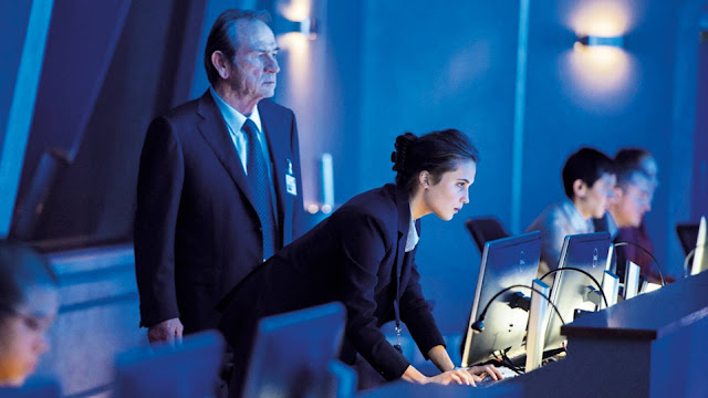 Tommy Lee Jones and Alicia Vikander, looking at monitors. They do that a lot.