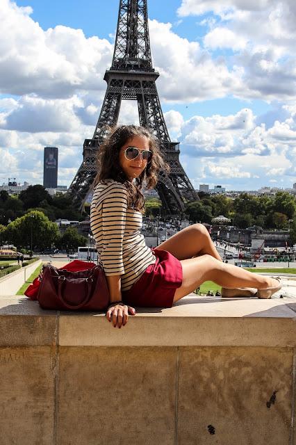 Ana Cristina com a Torre Eiffel ao fundo