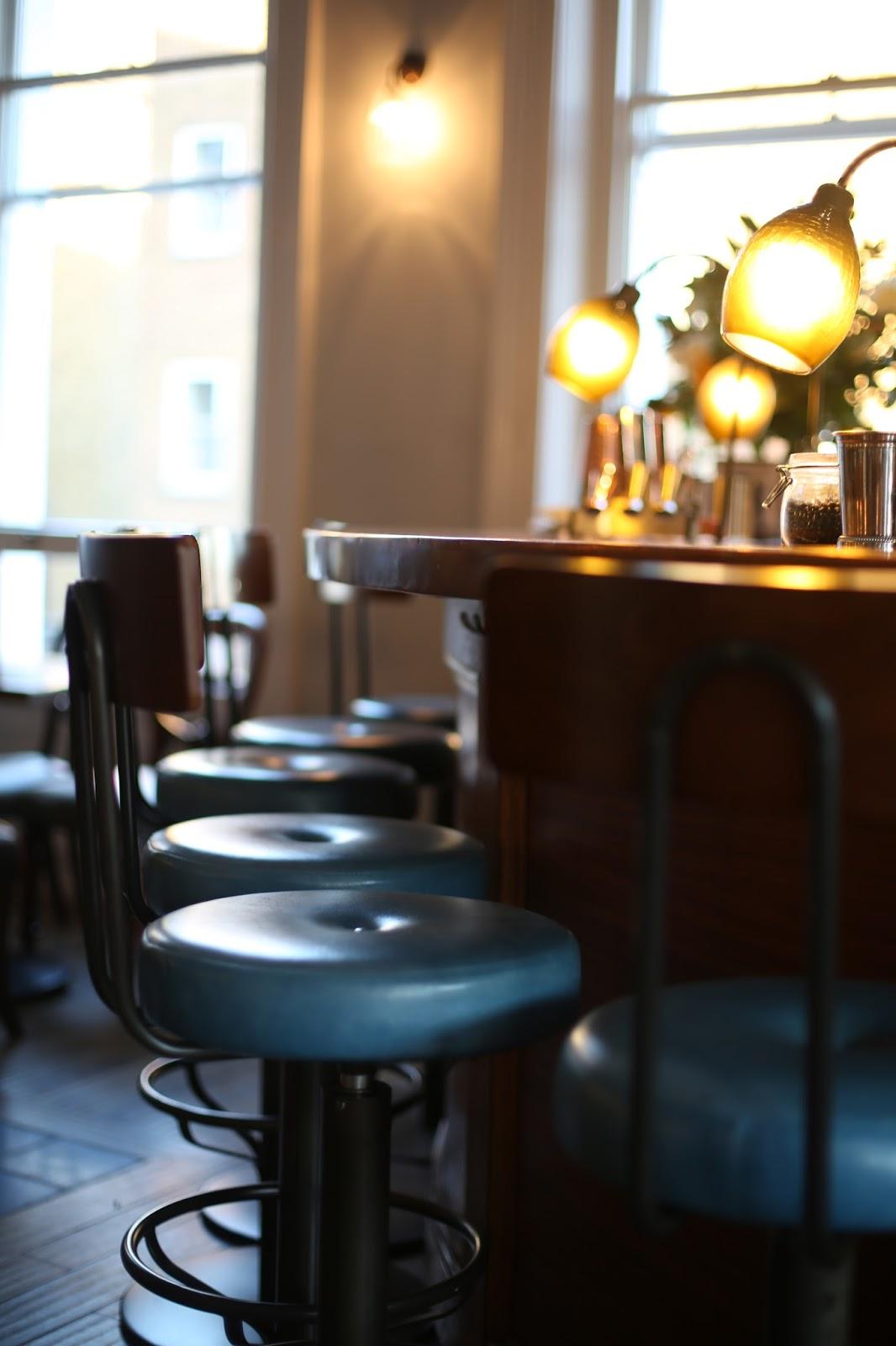 cocktail bar gintonica