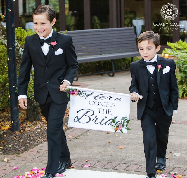 sign bearers at wedding | Corey Cagle Photography