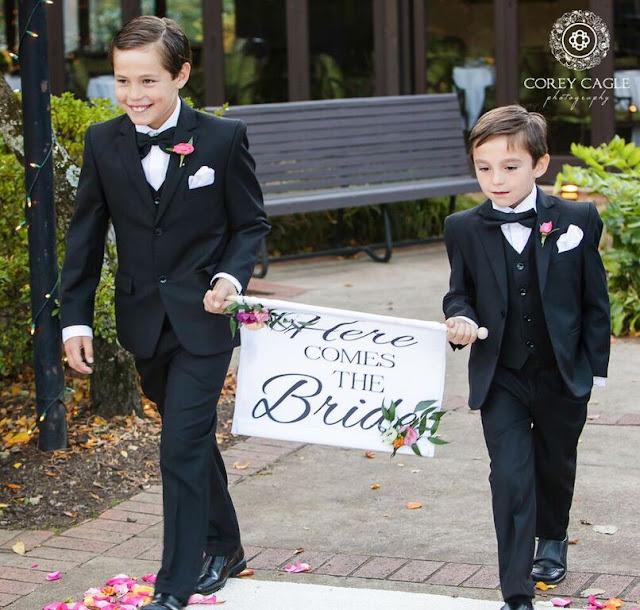sign bearers at wedding | Corey Cagle Photography