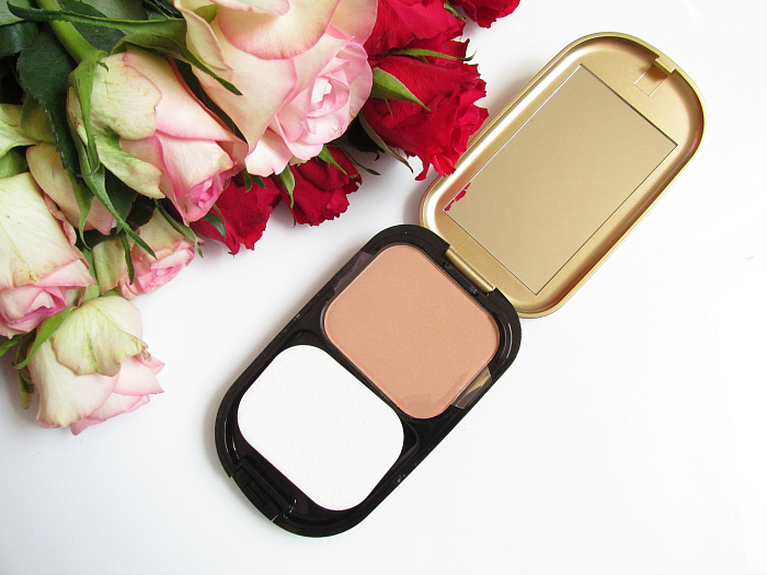 Unboxing: fem.box Fitness Box Dezember - MAXFACTOR - Facefinity Compact Foundation - 10g - 12.99 Euro