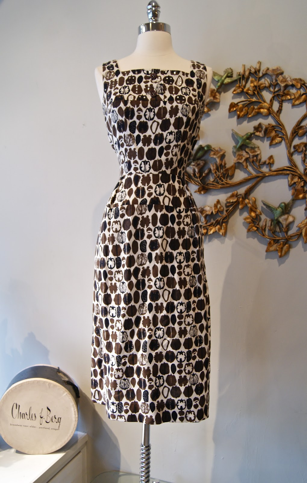 6c1605d6b72 Lord help me I m NUTS over this 50 s linen walnut novelty print wiggle dress  and jacket. So good!