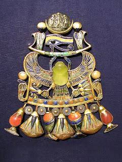 collar de gemas de tectita de  tutankamon faraon de egipto