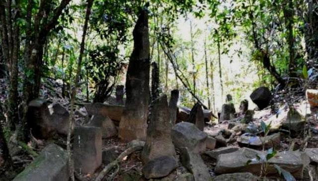 Situs Batu Panjang di Desa Cibeureum Ciamis