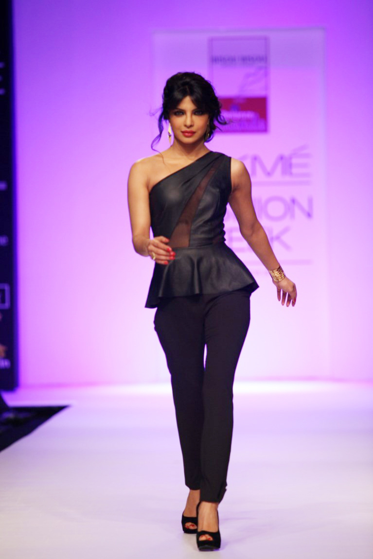 Priyanka Chopra Showstopper At Bisou Bisou Show At Lfw -2518