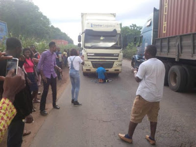 Wonder shall never end: Truck Driver Reportedly Halts Traffic after Stopping to Pray in the Middle of the  Ore-Ijebu-Ode Road