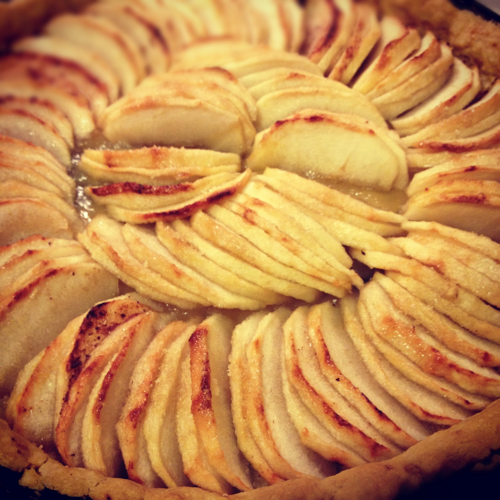 sweet kwisine la tarte aux pommes sur p te super sabl e. Black Bedroom Furniture Sets. Home Design Ideas