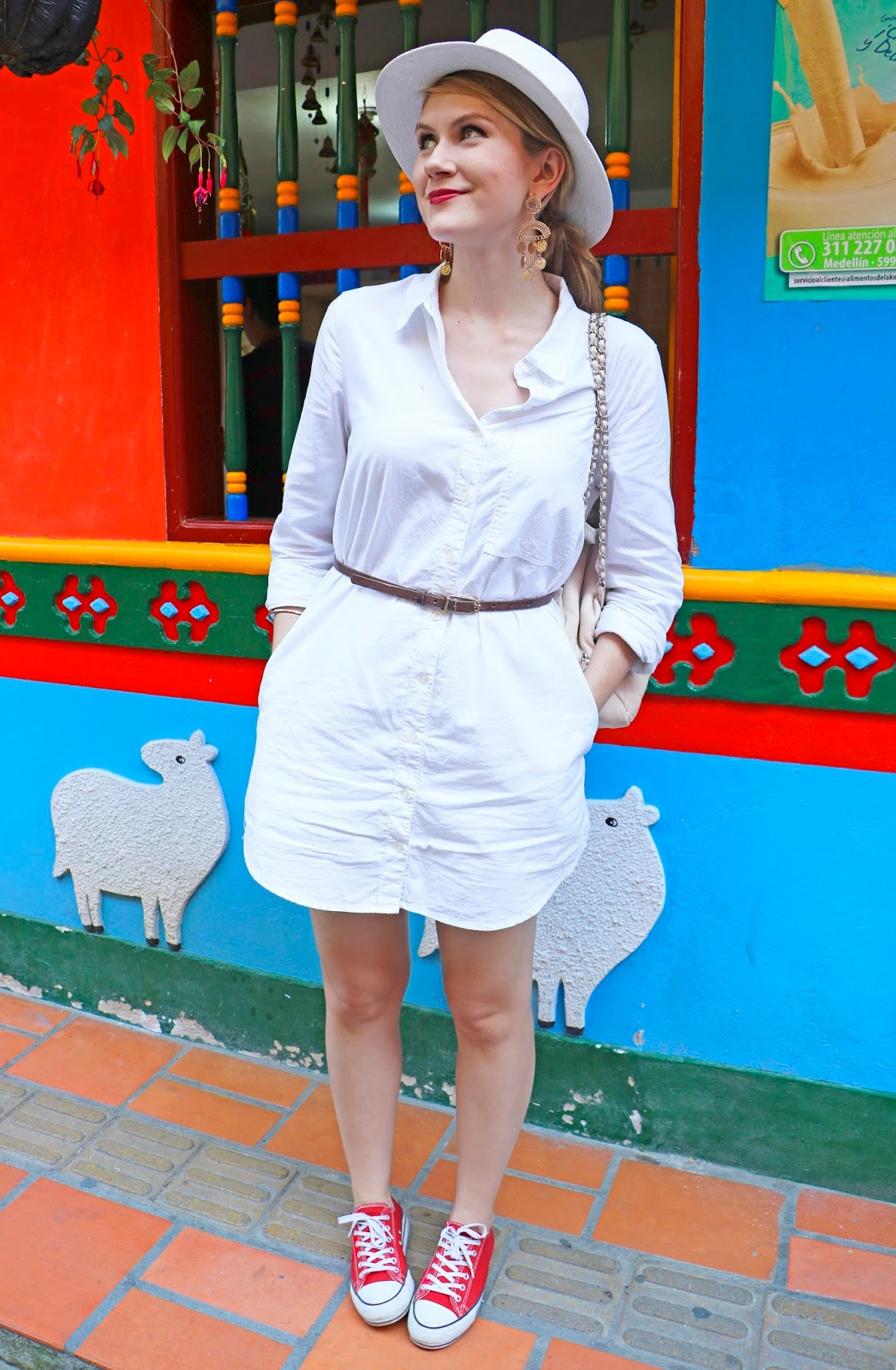 Casual and chic outfit for traveling to Guatapé, Colombia