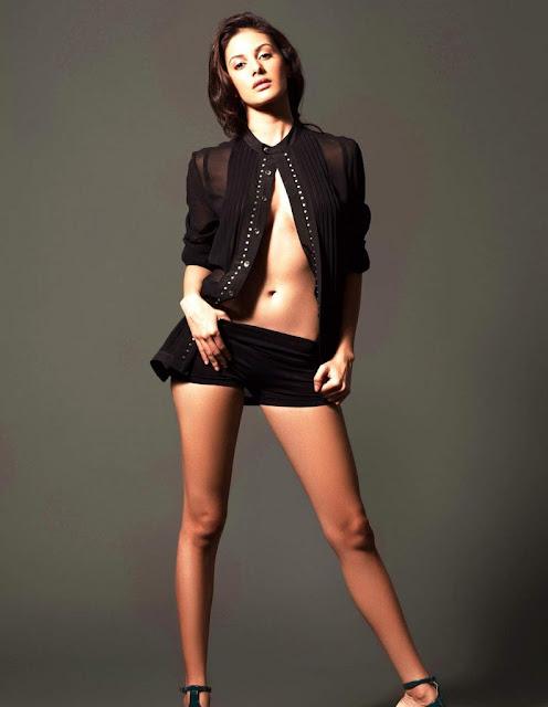 Amyra Dastur hot navel show photos
