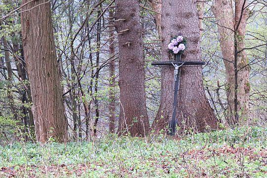Teren dawnego cmentarza w Smereku.