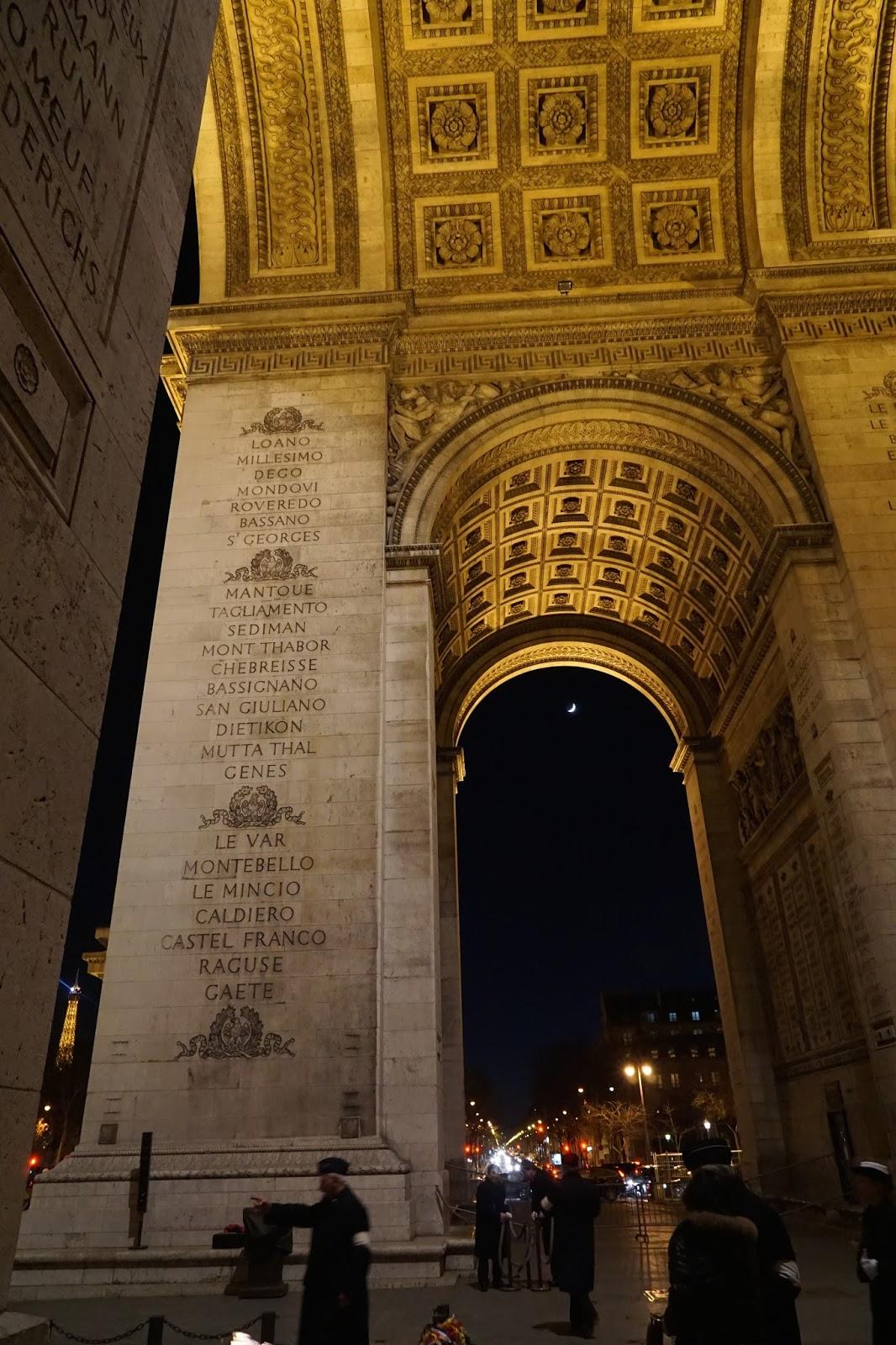 エトワールの凱旋門(Arc de triomphe de l'Étoile) 凱旋門のアーチの下