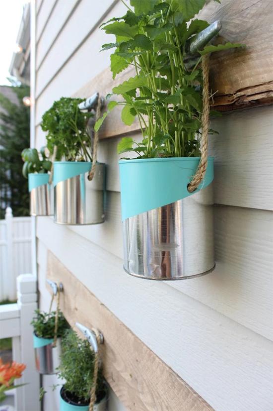 jardim vertical, latas recicladas, latas pintadas, latas, latinhas, faça você mesmo, diy, painted tin can, tin can recycle, a casa eh sua, acasaehsua, reciclagem, sustentabilidade, upcycling