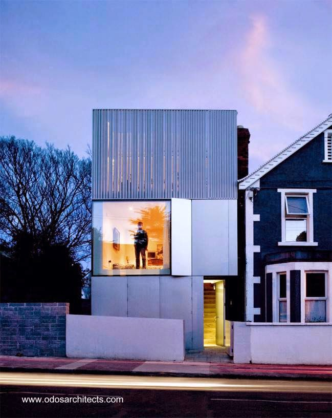 Casa urbana contemporánea minimalista angosta 2008