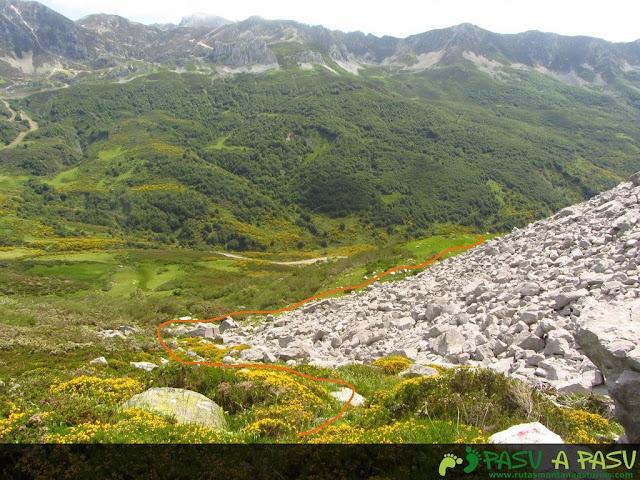 Ruta al Pico Torres y Valverde: Bajando a la Braña Torres desde la Majada del Torres