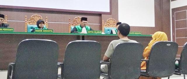 Kepsek dan Wakilnya dijatuhi hukuman cambuk