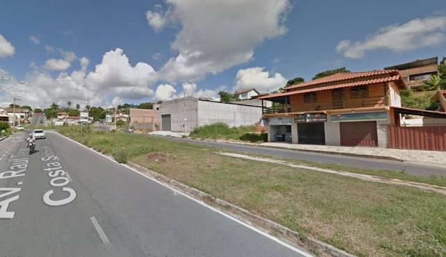 Motorista de aplicativo é amarrado seminu em poste após ser agredido e assaltado em Santa Luzia MG