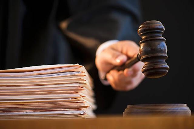 Kilkaset stanowisk dla sędziów i asesorów