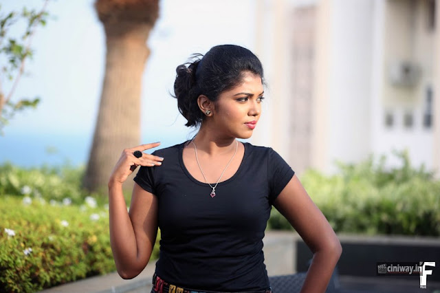Actress Riythvika Photoshoot